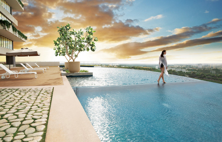 Outdoor Infinity Edge Pool